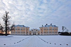 Рундальский дворец расположен на юге Латвии